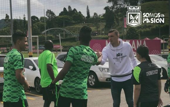 Franco Armani estuvo de visita en la sede del Atlético Nacional. FOTO SACADA DEL TWITTER DE NACIONAL