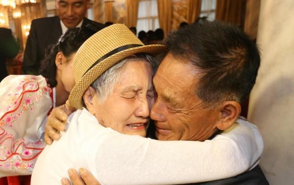 Inician las dos Coreas reuniones de familias separadas por la guerra