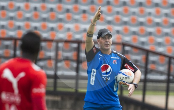 Medellín ratifica a Ismael Rescalvo como director técnico