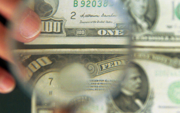 Dólar inicia la semana en 18.02 pesos
