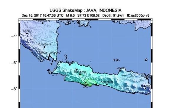 Fuerte sismo de 6.5 grados sacude a Indonesia