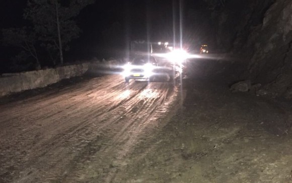 A la media noche de este martes se logró habilitar la vía. FOTO Cortesía Invías