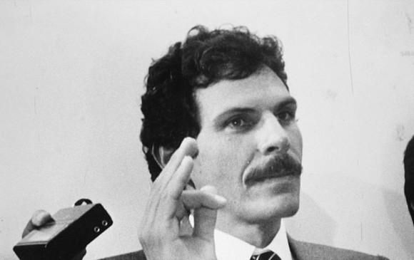El 9 de marzo de 1990, en una cancha de Caloto, Cauca, el Gobierno nacional firmó el primer acuerdo de paz con un grupo insurgente, el M19. 45 días después asesinan a su máximo jefe. FOTO archivo