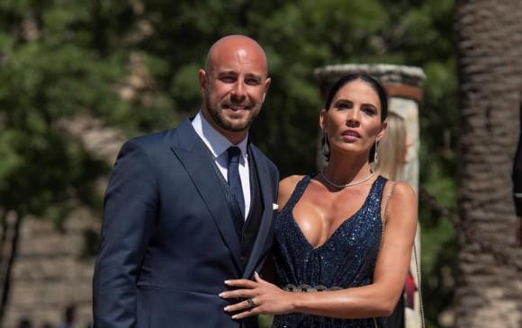 El futbolista Pepe Reina y su esposa Yolanda Ruiz. FOTO Agencia EFE (Raúl Caro)