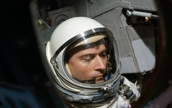 Muere el astronauta John Young, quien viajó dos veces a la Luna
