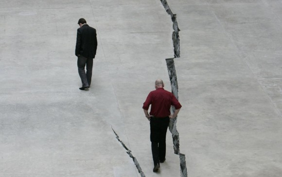 La grieta de Doris Salcedo en la Tate Modern de Londres, en 2007. FOTO archivo