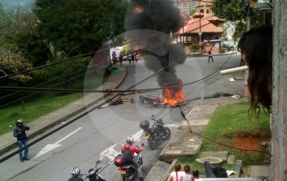 En el desalojo se presentaron dos intentos de asonada controlados por la Policía. FOTO GUARDIANES DE ANTOOQUIA