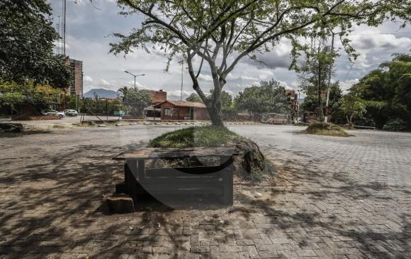 El terreno tiene una extensión de 10.531 metros cuadrados. La primera semana de agosto comenzaron las demoliciones, que darán paso a espacios deportivos y más árboles. FOTO Róbinson Sáenz