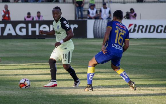 Camilo Zúñiga retornó a la Libertadores después de una década, pero no le fue bien. Fue sustituido en el segundo tiempo por Heliberton Palacios. En casa, el Verde había ganado 4-0. FOTO AFP