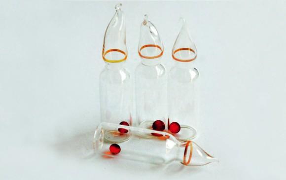 Los frascos con la bacteria y las bolas de sílice para mantener la desecación. El análisis del contenido se hará cada dos años en la primera fase del experimento. FOTO Möller-Cockell