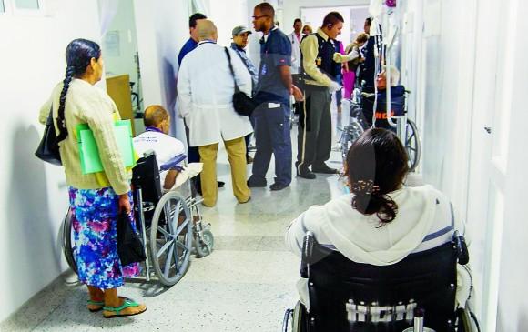 Usuarios de Savia Salud desorientados tras restricción del Hospital General