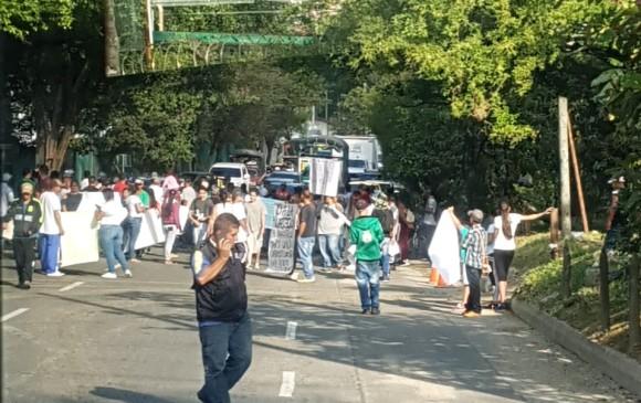 La protesta de los motocargueros llega hasta la carrera 70, por la canalización de la Iguaná. Foto: cortesía Guardianes Antioquia.