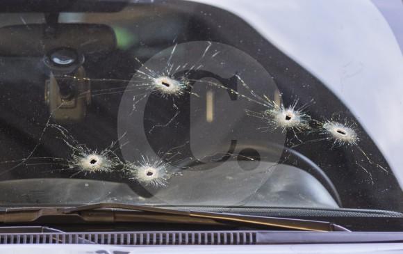 Así quedó la camioneta del comerciante que fue atacado a bala en la 33. FOTO RÓBINSON SAÉNZ