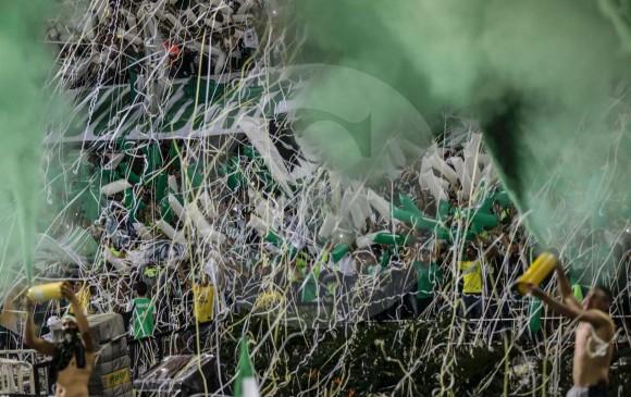 La hinchada celebra en la tribuna. El ánimo de la gente fue vital para la remontada y el nuevo título verde.