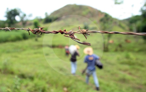 Desplazamientos en Antioquia por enfrentamientos del ELN y las AUC