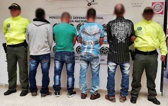 Los cuatro victimarios que abusaban de la niña de 14 años en Frontino, Antioquia, en poder de las autoridades. FOTO CORTESÍA POLICÍA ANTIOQUIA