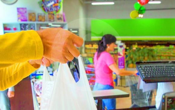 tiendas d1 y justo y bueno cobran m s de 20 pesos por