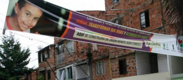 En el barrio pablo escobar negocian casas sin t tulo para for Cascanueces jardin infantil medellin