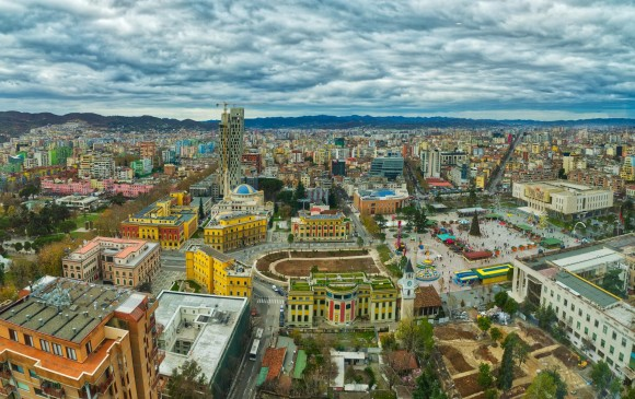 Tirana, capital de Albania y famosa por sus mercados gitanos. FOTO SSTOCK