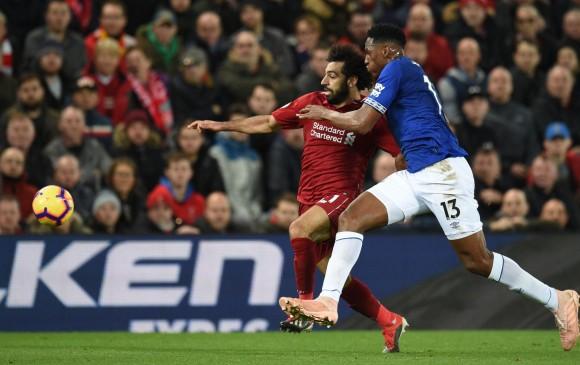 Liverpool vence de último minuto al Everton tras error de su portero