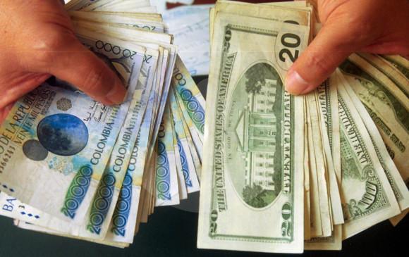 En Las Casas De Cambio El Dólar Se Compra A 2 706 54 Y Vende