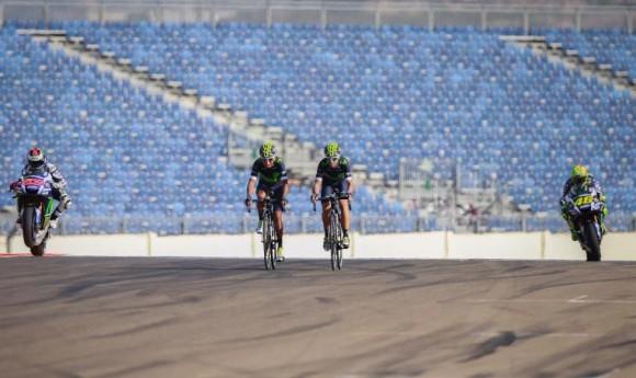 Nairo Quintana cambió por un día su bicicleta por una moto