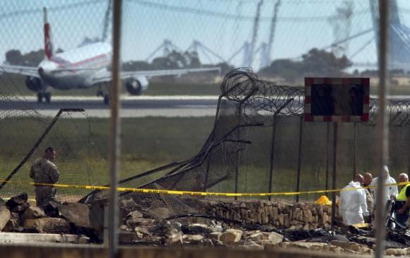 Captan el momento exacto en que se estrella una avioneta en Malta