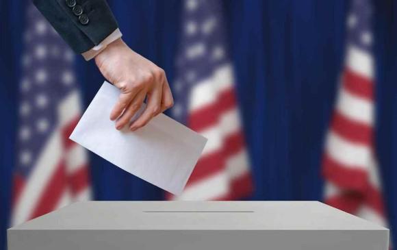 A un mes de las elecciones parlamentarias de medio mandato, los expertos de seguridad dicen que los riesgos de que hackers ataquen urnas electrónicas u otro objetivos son altos. Foto vchalup / stock.adobe.com