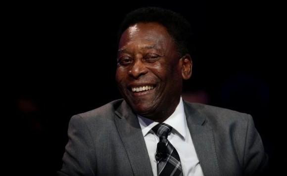 Pelé fue dado de alta tras ser operado de un cálculo renal