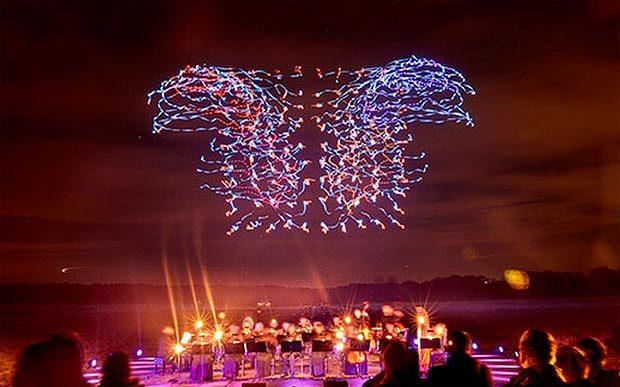 Centenar de drones rompen récord y bailan la quinta sinfonía