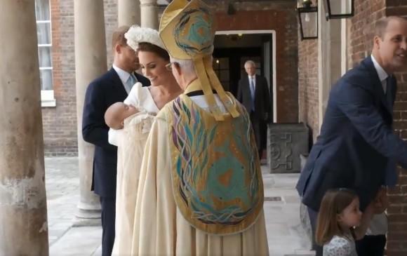 Luis de Cambridge, tercer hijo y segundo varón de los Duques de Cambridge, a su salida del hospital St Mary's de Londres, Reino Unido. FOTO: Pantallazo video Palacio de Kensington