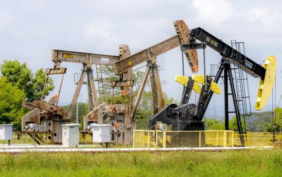 Pozos petroleros de Ecopetrol en el Magdalena Medio, Machín que sirve para la extracción de petroleo. Foto: Juan Antonio Sánchez Ocampo