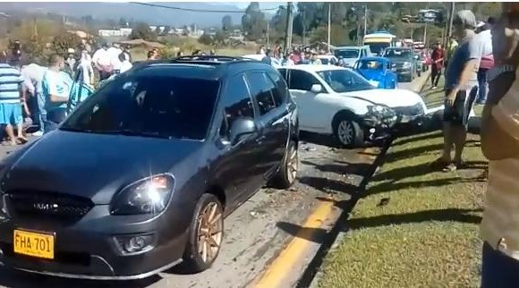 Accidente en la Autopista Medellín Bogotá. FOTO: Captura de video