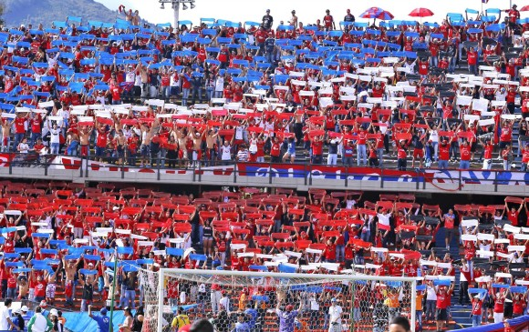 Hinchas del DIM piden ayuda para regresar a Colombia
