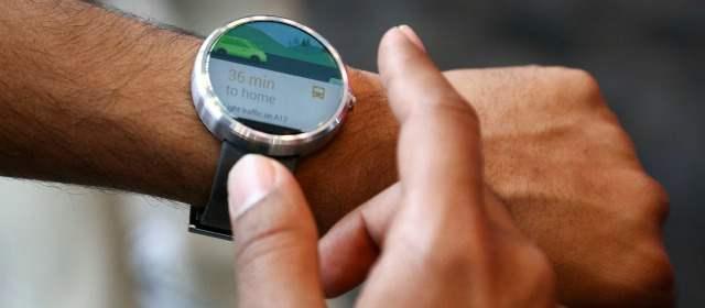 Con su voz, así manejará su reloj inteligente y su vehículo