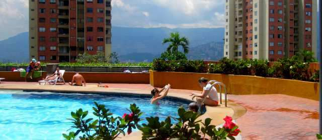 Urbanizaciones piden abolir el salvavidas para las piscinas for Salvavidas para piscinas