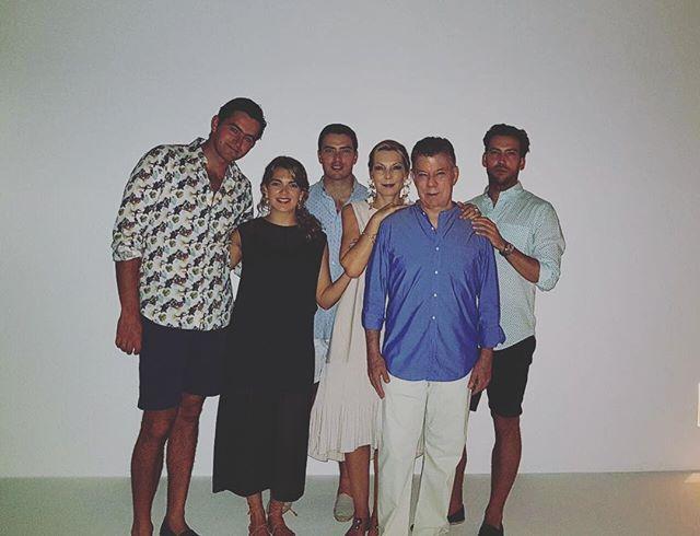 24 de diciembre 2017, la familia Santos junto a Sebastián Pinzón, esposo de Maria Antonia Santos. FOTO COLPRENSA
