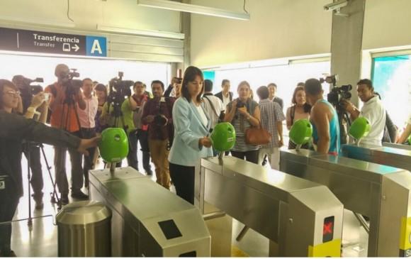 La vicepresidenta de Bancolombia, María Cristina Arrastía, estuvo presente en la presentación de la tarjeta Cívica Bancolombia junto con la gerente del Metro de Medellín, Claudia Patricia Restrepo FOTO Cortesía Metro de Medellín