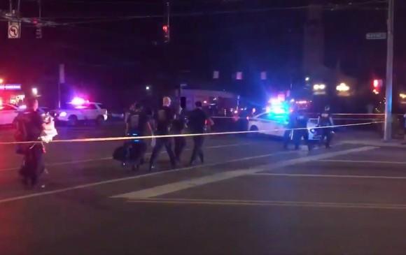 Trump enfrentó protestas al visitar a víctimas de tiroteos
