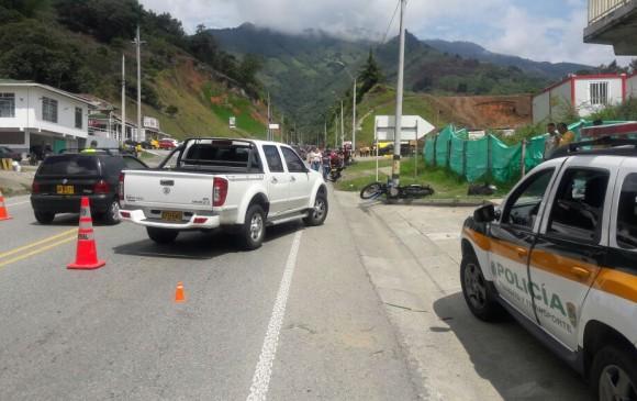 Accidente en el sector La Aldea, vía Medellín-Santa Fe de Antioquia. FOTO CORTESÍA GUARDIANES ANTIOQUIA