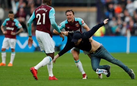 West Ham expulsa de por vida a cinco aficionados