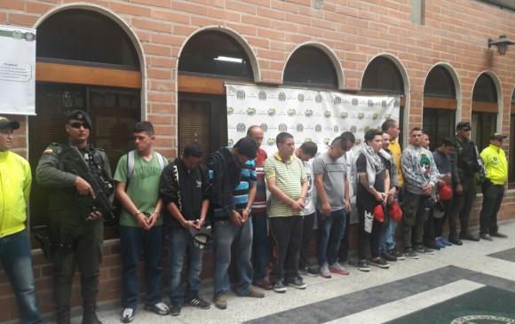 Estos son los capturados en la operación contra el microtráfico de drogas en Envigado. FOTO: cortesía.
