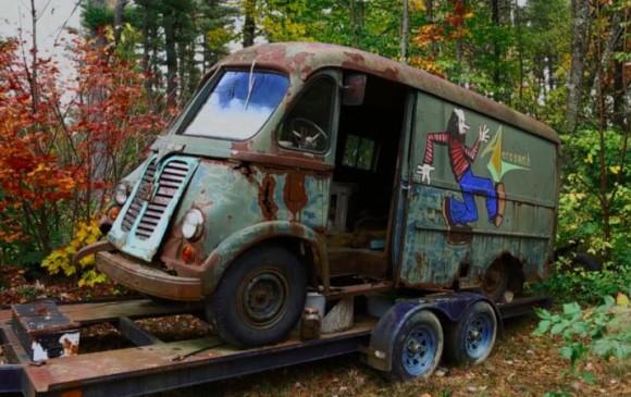 Hallan en un bosque la primer camioneta de giras de Aerosmith