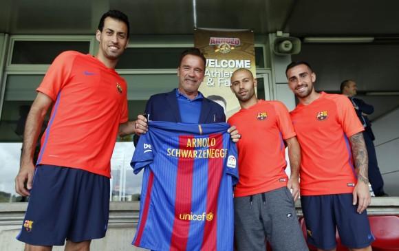 Arnold Schwarzenegger visitó esta tarde a la plantilla del primer equipo del Barcelona en la Ciudad Deportiva Joan Gamper. FOTO Tomada de Twitter @FCBarcelona_es