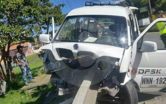 Milagrosamente, el conductor de este vehículo logró salvar su vida. FOTO CORTESÍA GUARDIANES ANTIOQUIA