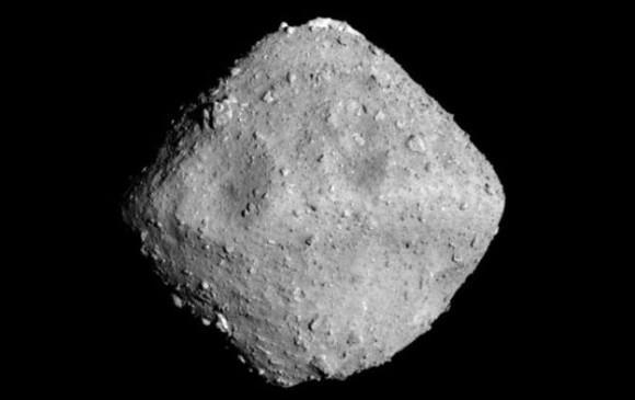 Asteroide Ryugu, foto de Hayabusa 2 a 22 kilómetros. Foto Jaxa-Universidad de Tokio