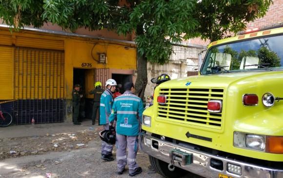 Los bomberos atendieron la emergencia. FOTO SANTIAGO OLIVARES TOBÓN