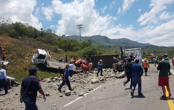 Impresionantes imágenes del mortal accidente en la vía Guaduas - Puerto Salgar