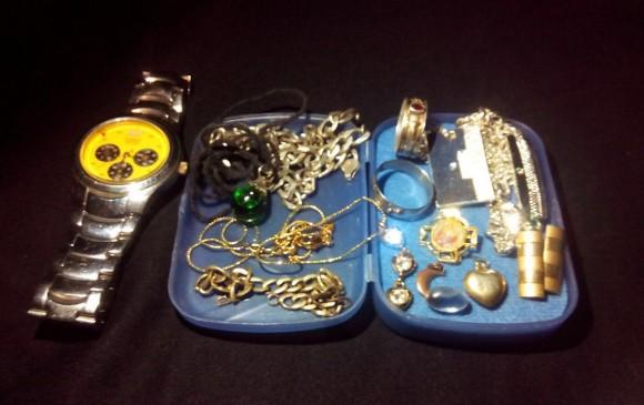 Las pertenencias de María Gladis, encontradas en la finca. FOTO CORTESÍA FISCALÍA