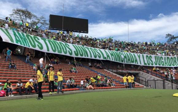 Poco a poco se fue llenando la tribuna Sur antes del entreno final de Nacional para enfrentar a Tolima. Este sábado, al Atanasio no le cabrá un alma. FOTO CORTESÍA ATLÉTICO NACIONAL